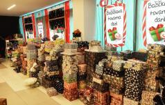 Božičkova tovarna daril osrečila več kot 750 otrok