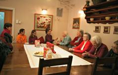 Šmarski otroci s starejšimi o praznikih nekoč