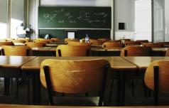 Otroci, učenci, dijaki in študenti v sredo doma