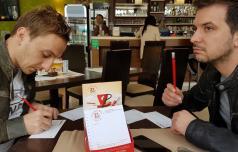 Davor in Kristijan kavo in čaj plačala z verzom