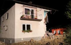 Na Lopati se je med obnovo porušil del hiše
