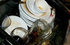 Pomivanje posode vam lahko uniči zvezo