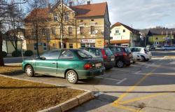 Zaradi napačnega parkiranja v Šmarju tudi globe
