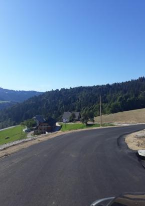 Obnovljen odsek ceste nad kmetijo Burnik Foto: Boštjan Kočar