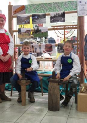 Učenci PŠ Sovodenj na turistični tržnici v Domžalah Foto: Milka Burnik