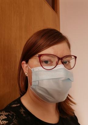 V vseh zaprtih prostorih je tudi po preklicu epidemije obvezno upoštevanje higienskih ukrepov in uporaba zaščitne maske. Foto: Lidija Razložnik