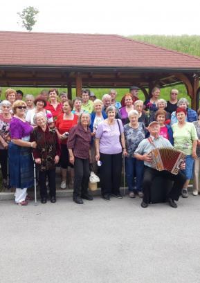 Tradicionalno letno srečanje skupin starejših za samopomoč na Svetem Andreju, 2019. Foto: arhiv RKS KO Gorenja vas