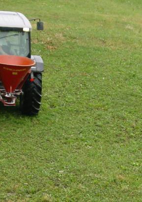 Pravila, kdaj in kako lahko kmetje gnojijo, torej obstajajo, verjetno pa bi jih bilo smiselno prilagoditi razmeram, potrebam, času, krajem. Foto: Tina Dokl