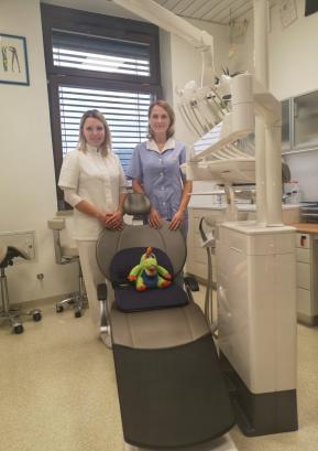 Manca Peternelj, dr. dent. med., in njena asistentka v novih prostorih.