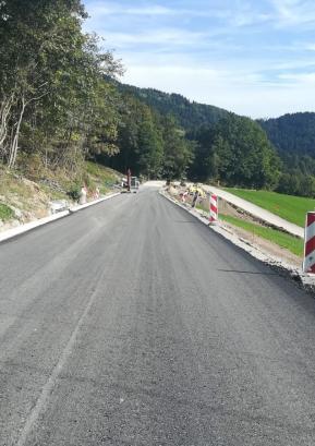 Sanacijska dela na cesti v Javorje naj bi bila dokončana še v tem mesecu. Foto: arhiv Občine Gorenja vas - Poljane
