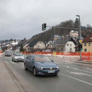 Ograjeno gradbišče je v mirovanju, dela bodo spet stekla prihodnji mesec. FOTO: GORAZD KAVČIČ