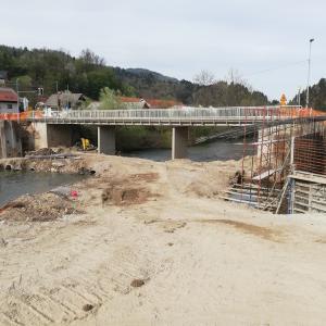Gradnja novega mostu čez Soro v Poljanah Foto: Kristina Z. Božič