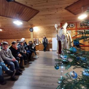 Miklavž na Žirovskem vrhu obdaril 40 otrok