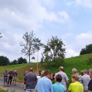 Na vsakoletnem druženju so se letos vaščani Srednje vasi veselili še novega odseka ceste do sv. Križa. Foto: Maja Čadež