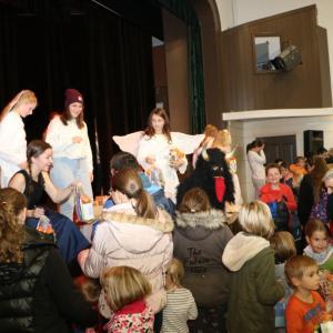 V Poljanah je Miklavža pričakalo kar okrog 400 otrok. Foto: Franc Dolenec