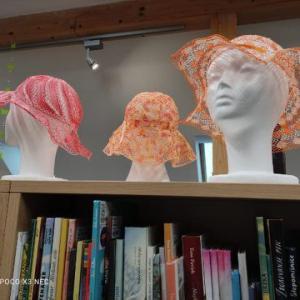 Razstava klekljanih klobukov
