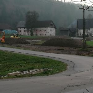S protipoplavno ureditvijo so v Poljanah že pričeli. V začetku decembra so s terminskim planom del seznanili tudi krajane KS Poljane. Foto: Kristina Z. Božič