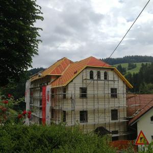 Eden zadnjih objektov, ki je bil energetsko saniran, je stavba podružnične šole na Sovodnju. Foto: Milka Burnik