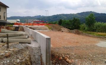 Gradnja podpornega zidu za objektom Kmetijske zadruge