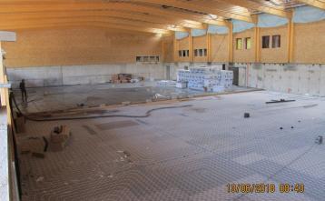 Polaganje toplotne izolacije in talnega ogrevanje ter izdelava cementnega estriha.