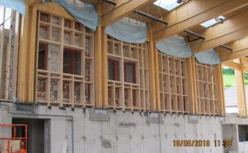 Montaža lesenih sten nove dvorane.