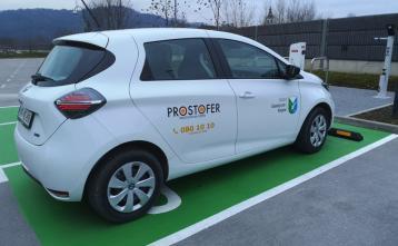 Storitev PROSTOFER se izvaja z električnim avto znamke Renault ZOE. Foto: Jana Oblak
