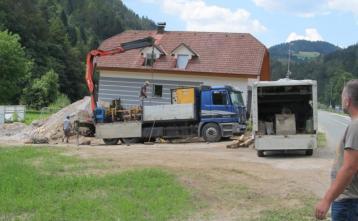 Podvrtavanje regionalen ceste na Trebiji za izvedbo prečkanja ceste z vodovod in kanalizacijo