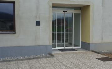 Nov vhod v pritličju Zdravstvene postaje Gorenja vas