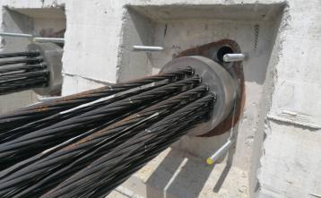 Napenjanje nosilnih kablov nove mostne konstrukcije