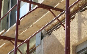 Protipotresne vezi na fasadi objekta