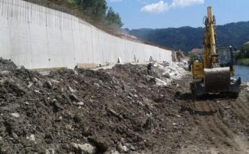 Podporni zid na koncu obvoznice