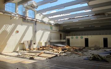 Rušenje strehe stare telovadnice