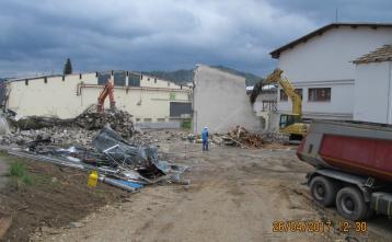 Rušenje zunanjih zidov stare telovadnice