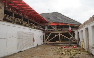 Rušenje lesenega stropa nad nadstropjem