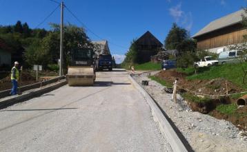 Gradnja ceste in pločnika