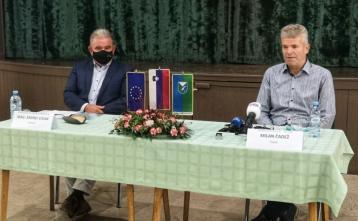 Minister mag. Andrej Vizjak in župan Milan Čadež na tiskovni konferenci 11. 9. 2020