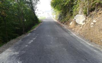 Na relaciji Volaka - Dole in Volaka - Debeni so asfaltirani krajši odseki v skupni dolžini 300 m. Foto: Gašper Čadež