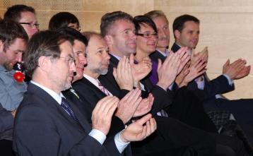 Lojze Peterle, evropski poslanec, pri ogledu naše občinske proslave