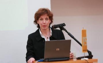 dr. Elen Twrdy