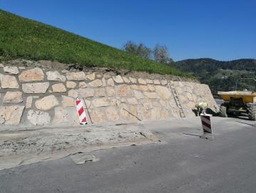 Med drugim je zaključena večletna zahtevna rekonstrukcija ceste v Javorje s sočasno globinsko sanacijo niza plazov.