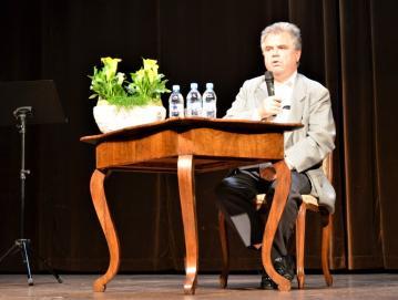 Na zgodovinskem večeru v Poljanah je ddr. Igor Grdina spregovoril o razmerah, ki so vladale v Evropi, na Slovenskem in Poljanskem v času, ki ga v opisuje Visoška kronika.