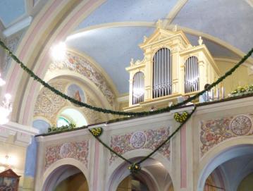 Slovesno okrašena lučinska cerkev z novo pridobitvijo Foto: Jure Ferlan