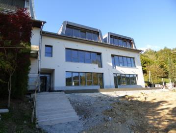 V Poljanah končujejo gradnjo novih prostorov vrtca Agata. FOTO: JURE FERLAN