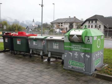 V oktobru bodo iz ekoloških otokov oziroma zbiralnic občine odstranjeni zabojniki za zbiranje mešane embalaže. Foto: Gorazd Kavčič