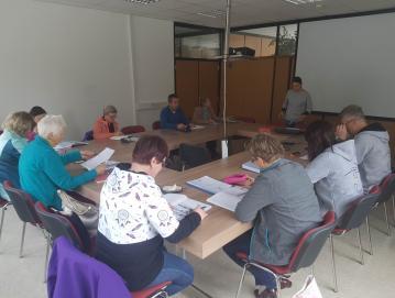 V sklopu programov vseživljenjskega učenja je potekal tudi tečaj angleščine. Foto: Ljudska univerza Škofja Loka
