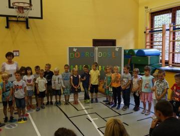 Prvošolci na matični šoli Foto: arhiv OŠ Poljane
