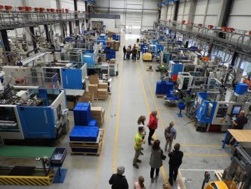 Približno 400 ljudi si je ogledalo Polycomovo pametno tovarno. Foto: arhiv Polycoma