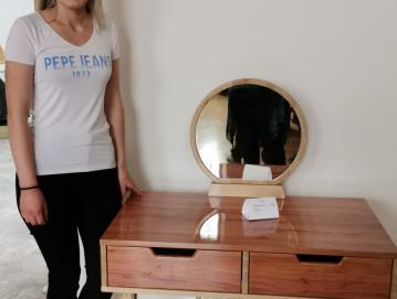 Eva Kokelj je prejela nagrado OOZ Škofja Loka v znesku dvesto evrov za področje lesarstva za izdelek z naslovom Psiha. FOTO: ARHIV OOZ ŠKOFJA LOKA