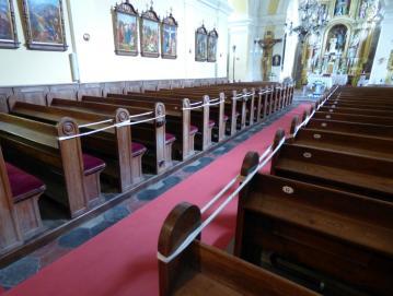 V cerkvah še vedno veljajo omejitveni ukrepi. Foto: Jure Ferlan