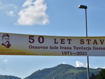 Transparent čez glavno cesto FOTO: BOJANA MIHALIČ STRŽINAR